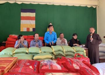 H.Chợ Gạo: Chùa Khánh Lâm tặng quà xuân Tân Sửu đến các hoàn cảnh khó khăn