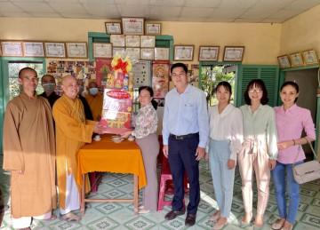 H.Gò Công Đông: Ban Tôn giáo tỉnh Tiền Giang chúc Tết Ban Trị sự Phật giáo huyện