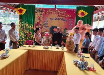 H.Tân Phú Đông: Ban Trị sự Phật giáo tiếp lãnh đạo các ban ngành đến chúc Tết và tổ chức tặng quà từ thiện