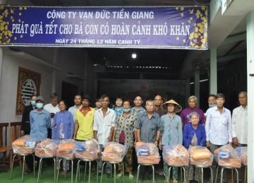 H.Châu Thành: Chùa Phước Lâm kết hợp Cty Vạn Đức tặng 300 phần quà Tết đến bà con nghèo