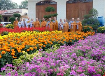 Tiền Giang: Phân ban Ni giới tỉnh đảnh lễ chúc Tết chư Tôn đức Giáo phẩm