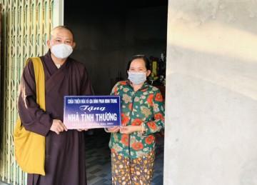 H.Cái Bè: Chùa Thiên Hòa bàn giao căn nhà tình thương tại thị trấn
