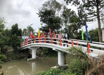 H.Cai Lậy: Chùa Sắc tứ Long An tổ chức Khánh thành 2 cây cầu Hữu Nghị và tặng quà người nghèo