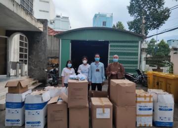 Tiền Giang: Phật giáo trao tặng vật tư y tế hỗ trợ chống dịch
