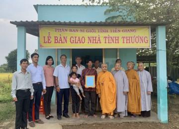 H.Gò Công Đông: Phân ban Ni giới tỉnh Tiền Giang bàn giao nhà Đại Đoàn Kết tại xã Tân Tây