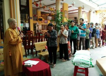 H.Châu Thành: Tịnh xá Ngọc Hiệp tặng quà từ thiện nhân dịp lễ Hạ ngươn