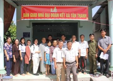 H.Cái Bè: Chùa Hội Phước tổ chức bàn giao Tuyến đường nhựa nông thôn và nhà Đại Đoàn kết