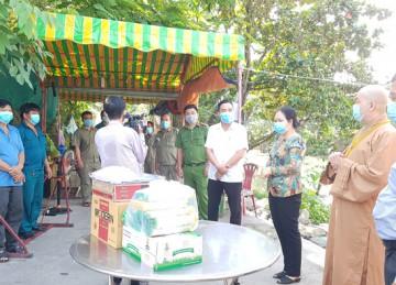 TP.Mỹ Tho: Phật giáo thăm, hỗ trợ người dân các khu phong tỏa phòng chống dịch Covid