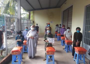 H.Châu Thành: Chùa Nam An tiếp tục tặng quà hỗ trợ người dân trong mùa dịch Covid