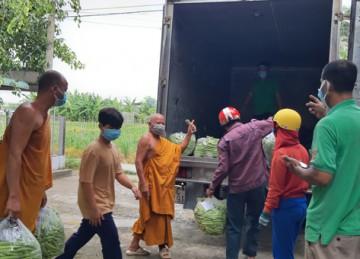 H.Gò Công Đông: Tịnh xá Ngọc Lợi tiếp tục hỗ trợ 2 tấn nông sản tới người dân tâm dịch quận 6, TP.HCM