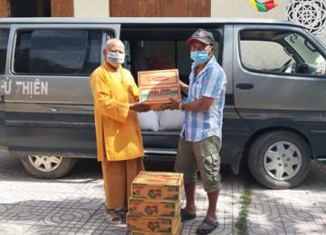 H.Gò Công Đông: Tịnh xá Ngọc Lợi tiếp tụctặng 100 phần quà hỗ trợ người dân trong đại dịch Covid